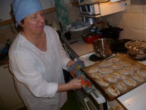 Eija with Karjalanpiirakka fresh from the oven